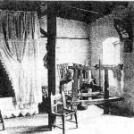 Εσωτερικό σπιτιού στους Λάκκους των αρχών του 20ου αιώνα. Φωτεινό, καθαρό, και μόνο με τα απαραίτητα...