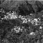 Γενική άποψη του (μισού) χωριού από τη βορειοανατολική πλευρά (αεροφωτογραφία, τέλη του 20ου αιώνα).